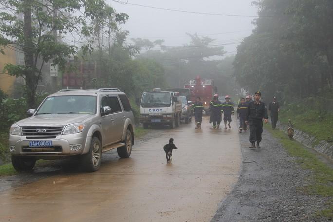 Lực lượng cứu nạn tiếp tục điều đến hiện trường