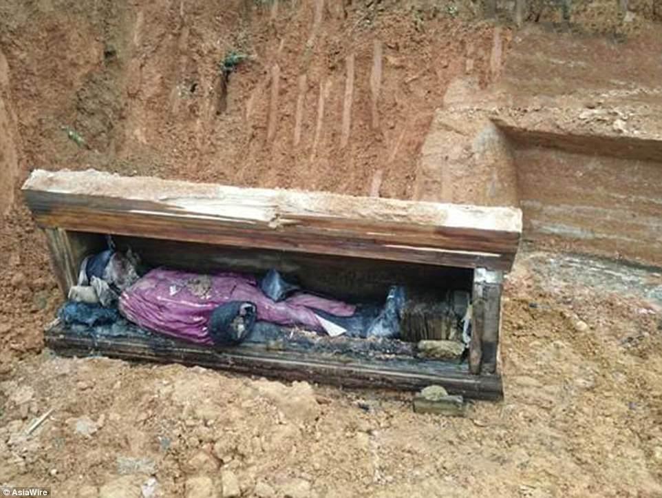 Xác ướp được phát hiện bởi các công nhân xây dựng.