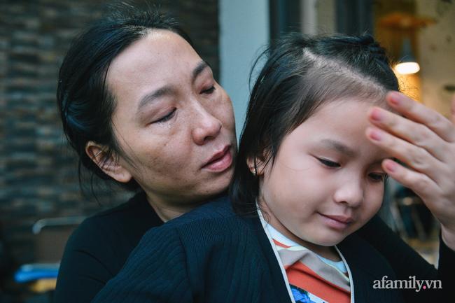 Chồng hi sinh, giờ đây hai đứa con chính là nguồn động viên của chị Linh.
