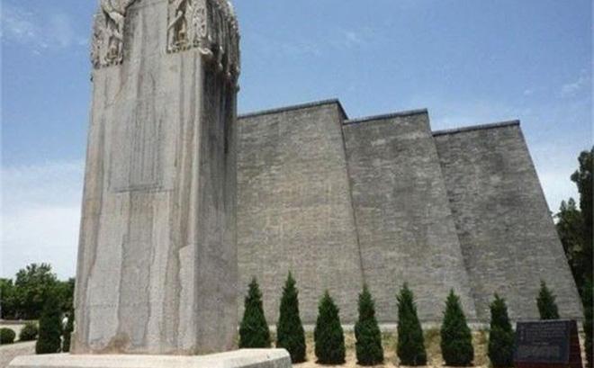 Tấm bia trước mộ Võ Tắc Thiên cao 8m, nặng 99 tấn nhưng tại sao tuyệt nhiên không được đề dù chỉ 1 chữ? 0