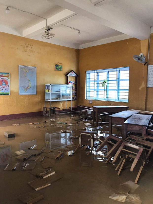 Hình ảnh trường học ở Huế bị thiệt hại nặng nề