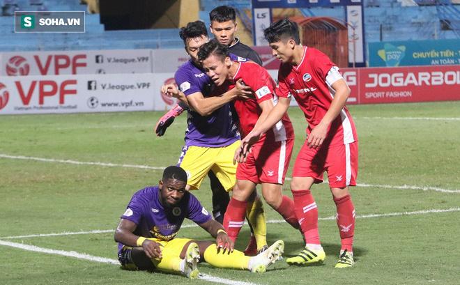 Quế Ngọc Hải mắng xối xả tiền đạo Hà Nội FC, đòi trọng tài rút thẻ đuổi đối thủ khỏi sân 0