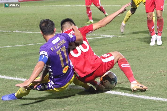 Quế Ngọc Hải mắng xối xả tiền đạo Hà Nội FC, đòi trọng tài rút thẻ đuổi đối thủ khỏi sân 9