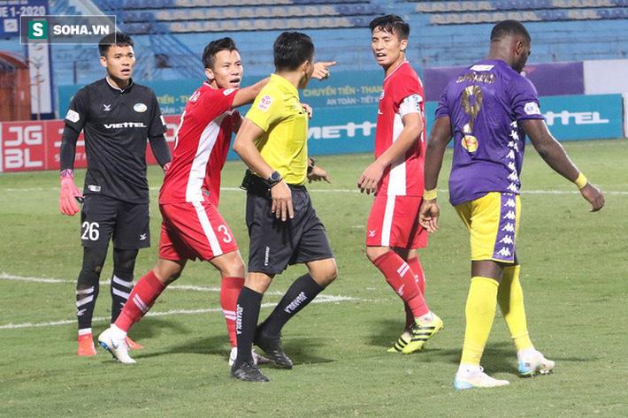 Quế Ngọc Hải cho rằng Rimario xứng đáng phải nhận một thẻ vàng vì hành vi ăn vạ hòng kiếm penalty. Tiền đạo của Hà Nội FC đã phải nhận thẻ ở giữa hiệp 2 và nếu bị phạt thêm, Rimario sẽ vắng mặt trận đấu tiếp theo với Sài Gòn FC (treo giò 1 trận vì thẻ đỏ gián tiếp).