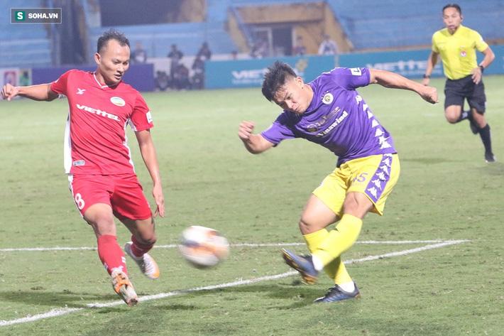 Quế Ngọc Hải mắng xối xả tiền đạo Hà Nội FC, đòi trọng tài rút thẻ đuổi đối thủ khỏi sân 11