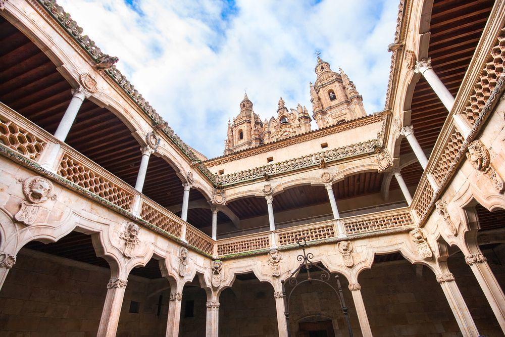 Sau nhiều thế kỷ, tòa lâu đài giờ thu hút khách du lịch đến Tây Ban Nha
