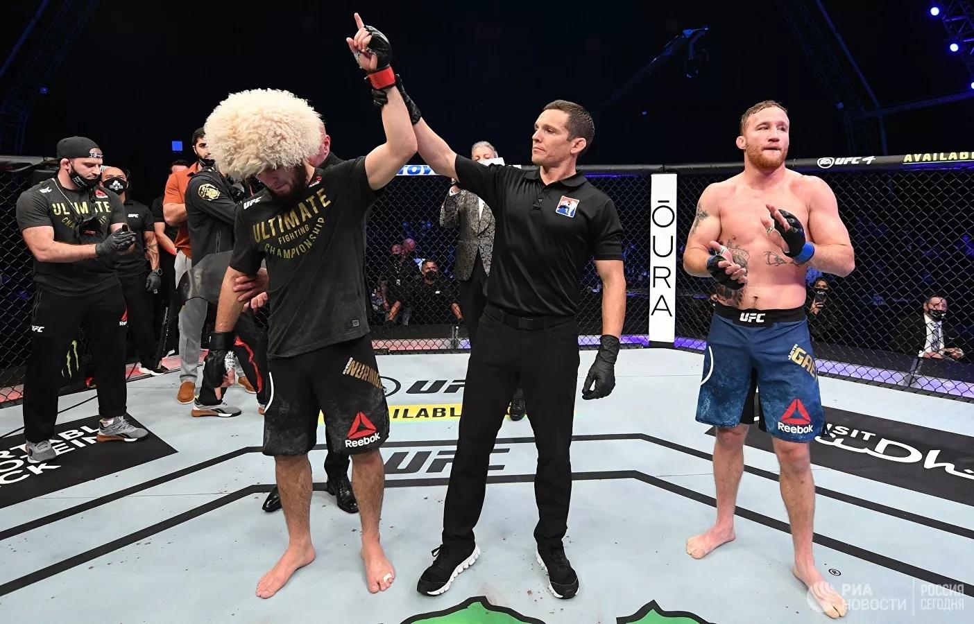 Trọng tài tuyên bố người chiến thắng cho Khabib Nurmagomedov trong trận đấu tranh đai vô địch Giải vô địch đối kháng tuyệt đối (UFC) ở hạng nhẹ.