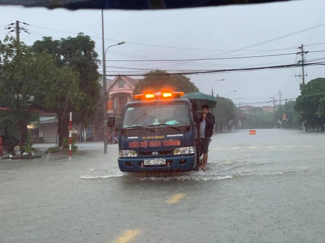 Mưa lớn nhiều ngày khiến Hà Tĩnh bị ngập nặng.