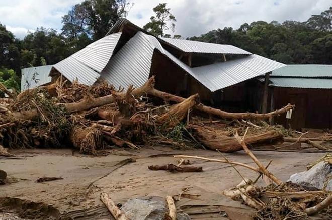 Khung cảnh tan hoang tại xã Phước Thành, huyện Phước Sơn sau mưa lũ. Ảnh: Bạn đọc cung cấp