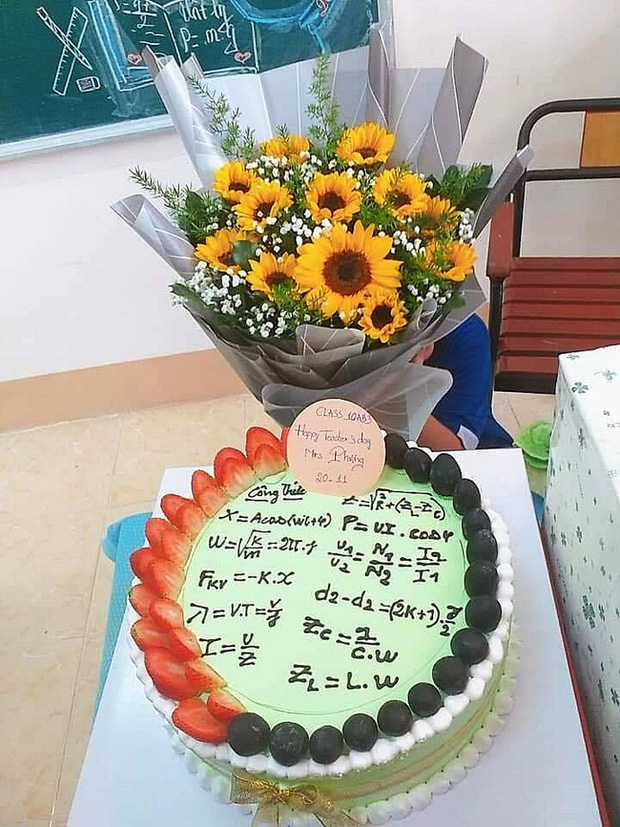Một chiếc bánh chan chứa tình cảm yêu thương gửi đến cô giáo tên Phương, nhưng đám công thức loằng ngoằng này thì không chắc sẽ làm cô vui!