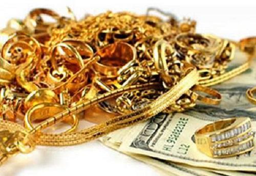 Nợ nần chồng chất, Trang rủ bạn quen qua mạng về đe dọa và cướp tiền vàng của bà. Ảnh minh họa