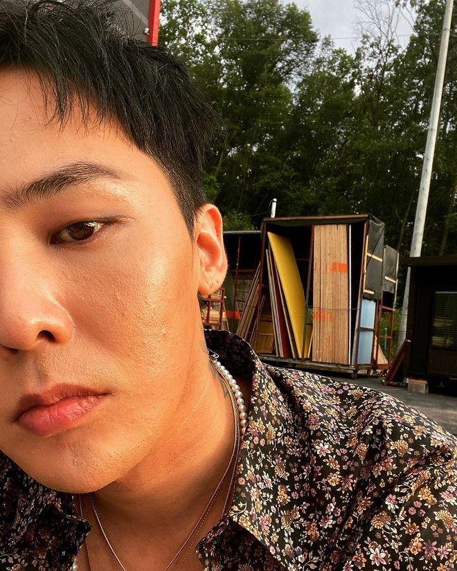 Trước đó, G-Dragon đăng ảnh selfie để lộ da nhiều khuyết điểm. Ảnh: IGNV.