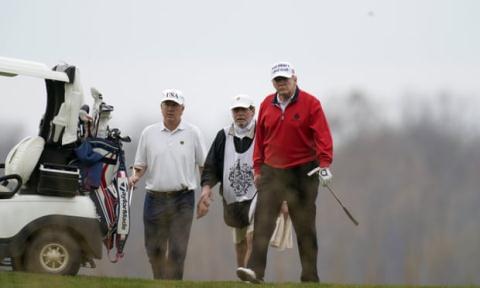 Tổng thống Donald Trump tại câu lạc bộ Golf quốc tế Trump tại Sterling, Virginia hôm 21/11. Ảnh: AP