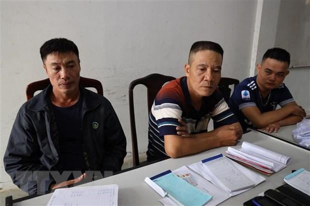 Các đối tượng (từ trái qua): Hoàng Văn Phi, Đào Văn Hùng, Nguyễn Ngọc Lâm tại cơ quan điều tra. (Ảnh: Thanh Tân/TTXVN)
