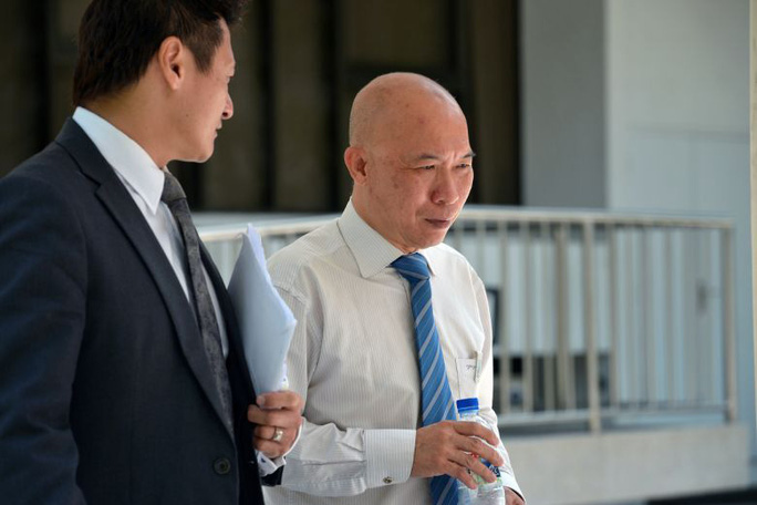 Bác sĩ Edward Foo Chee Boon (phải). Ảnh: The Straits Times