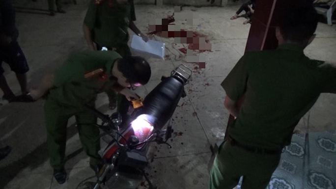 Xe máy nghi phạm bỏ lại nhà nạn nhân