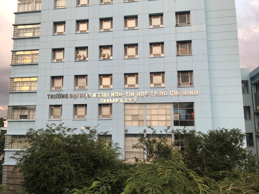 Cựu sinh viên rơi từ tầng 6 xuống đất tử vong, ĐH Ngoại ngữ - Tin học TP HCM nói gì? 1