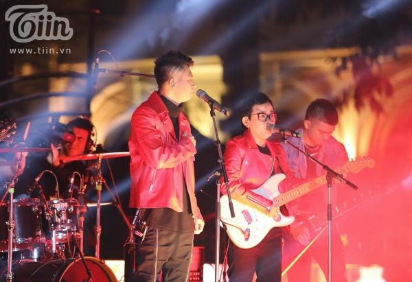 'Vũ khúc ánh sáng - Countdown 2020': Thiều Bảo Trang, Lưu Hương Giang, Đinh Mạnh Ninh 'quẩy tung' đêm nhạc kết năm 13