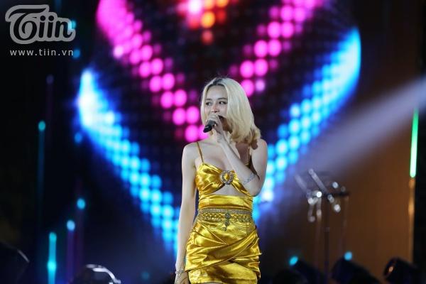 'Vũ khúc ánh sáng - Countdown 2020': Thiều Bảo Trang, Lưu Hương Giang, Đinh Mạnh Ninh 'quẩy tung' đêm nhạc kết năm 10