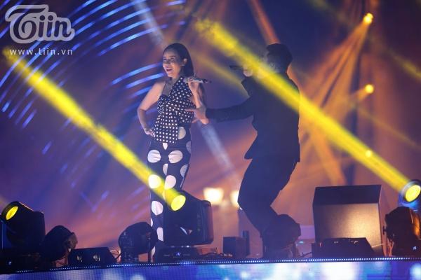 'Vũ khúc ánh sáng - Countdown 2020': Thiều Bảo Trang, Lưu Hương Giang, Đinh Mạnh Ninh 'quẩy tung' đêm nhạc kết năm 18