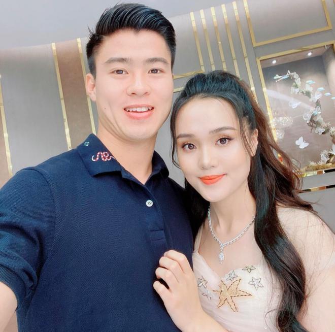 Tin vui đầu năm: Cầu thủ Duy Mạnh cầu hôn bạn gái Quỳnh Anh giữa phố đi bộ Nguyễn Huệ 3