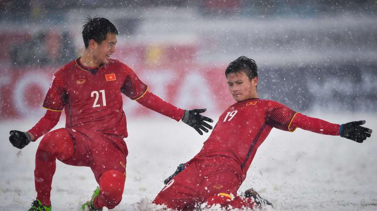 Quang Hải với siêu phẩm'cầu vồng trong tuyết' tạiVCK U23 châu Á 2018