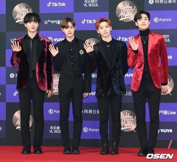 Anh cũng có cơ hội tái ngộ người bạn cũ Lee Dae Hwi trên thảm đỏ. Lee Dae Hwi tham dự cùng các thành viên nhóm AB6IX, Park Woojin vắng mặt vì lý do sức khỏe.