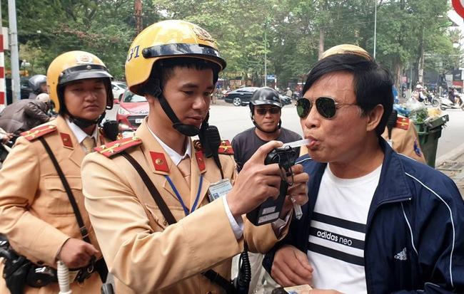 Uống rượu, bia vi phạm nồng độ cồn, dắt xe máy qua CSGT vẫn bị xử phạt? 0