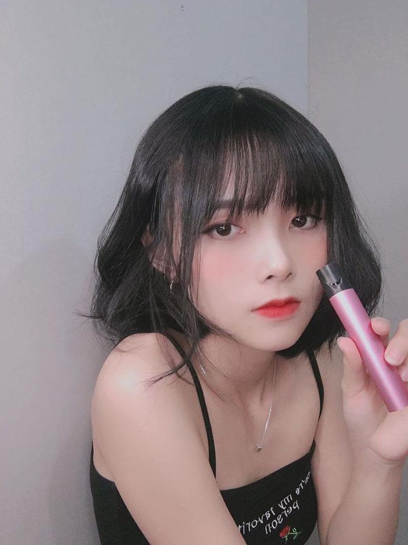 Ngoài gương mặt xinh đẹp, phong cách cá tính khi livestream của Lục Linh cũng khiến khán giả yêu mến