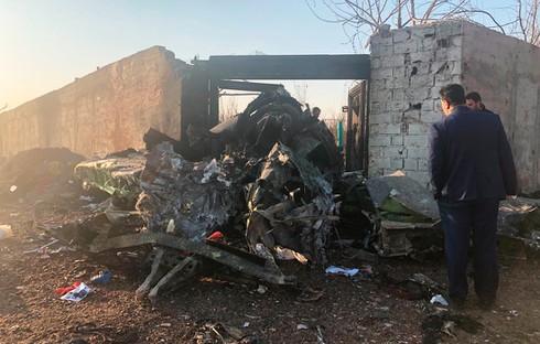 Một phần của thân máy bay còn sót lại sau vụ tai nạn.