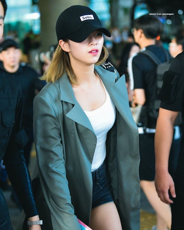 Gu thời trang khác biệt của hai quý cô tuổi Tý nhà TWICE: Sana ngọt ngào, Jungyeon chuẩn 'ngự tỷ' 13