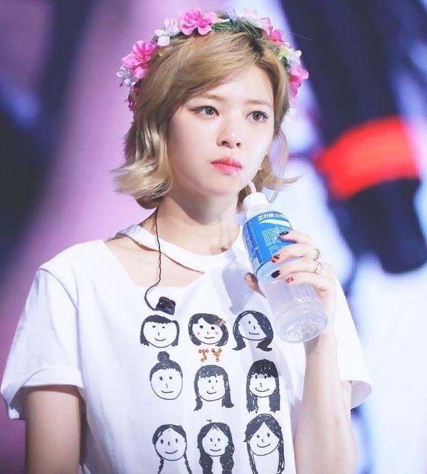 Gu thời trang khác biệt của hai quý cô tuổi Tý nhà TWICE: Sana ngọt ngào, Jungyeon chuẩn 'ngự tỷ' 11