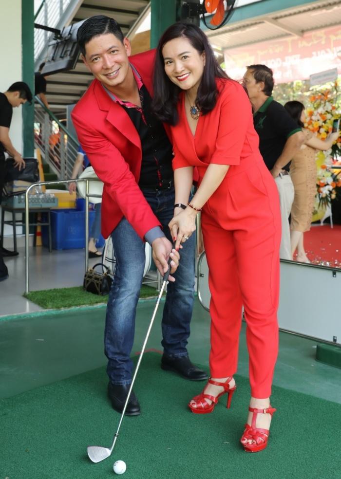 Vợ chồng Bình Minh diện đồ đỏ ton-sur-ton tình tứ tại sự kiện 2