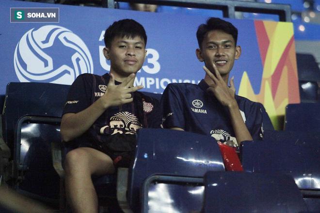 Hai nam CĐV này thì cho biết họ cổ vũ cả hai đội và khá tiếc khi không có bàn thắng nào được ghi.
