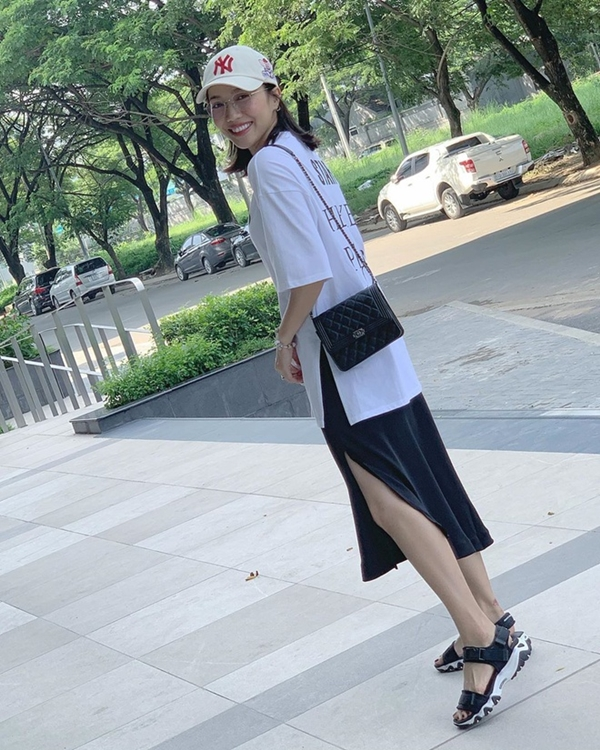 Bên cạnh Louis Vuitton, Diệu Nhi còn sở hữu dòng túi đến từ thương hiệu xa xỉ Chanel. Điển hình như chiếctúi xách dáng hộp họa tiết quả trám với giá $3.890 (90 triệu đồng).