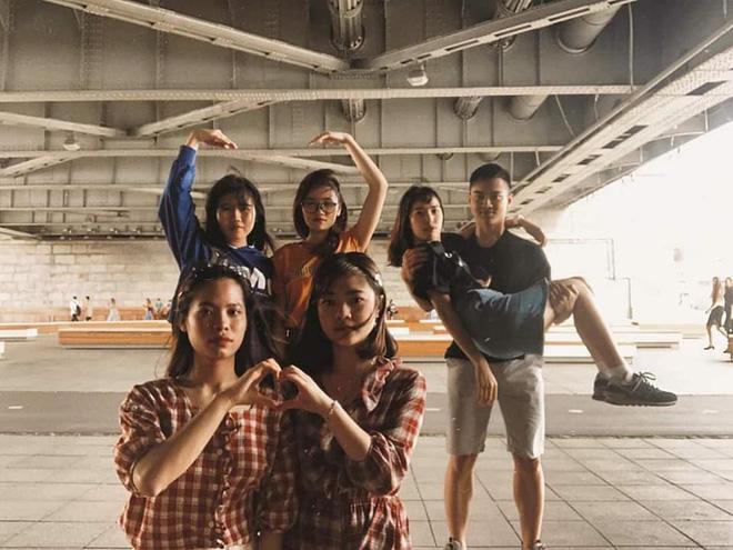 Trend chụp ảnh mới 'khai mạc' học đường 2020: 'Bạn bạn bè bè' - đã ngầu là phải có đồng đội 6