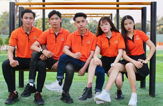 Trend chụp ảnh mới 'khai mạc' học đường 2020: 'Bạn bạn bè bè' - đã ngầu là phải có đồng đội 7
