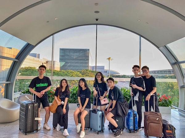 Hội bạn thân Tô Đức Thắng, Hà Giang, Nguyễn Mai, Cẩm Linh, Thiện Khiêm, Quang Huy, Lê Hoàng (từ trái sang phải).