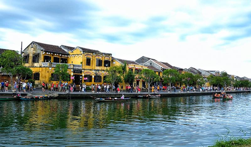 Sông Hoài là một nhánh của sông Thu Bồn chảy qua phố cổ Hội An