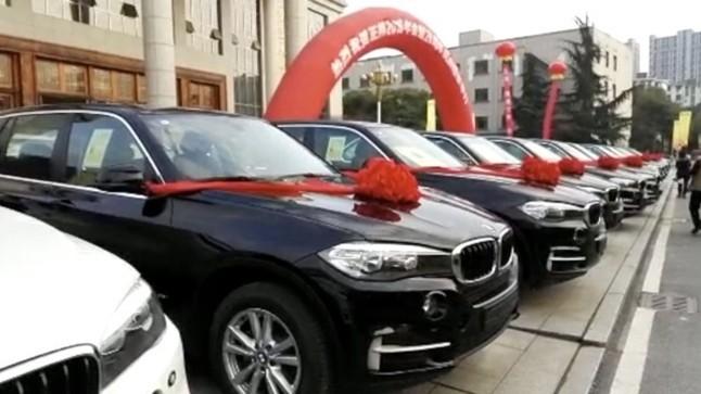 Dàn xe xịn BMW tặng nhân viên xuất sắc.