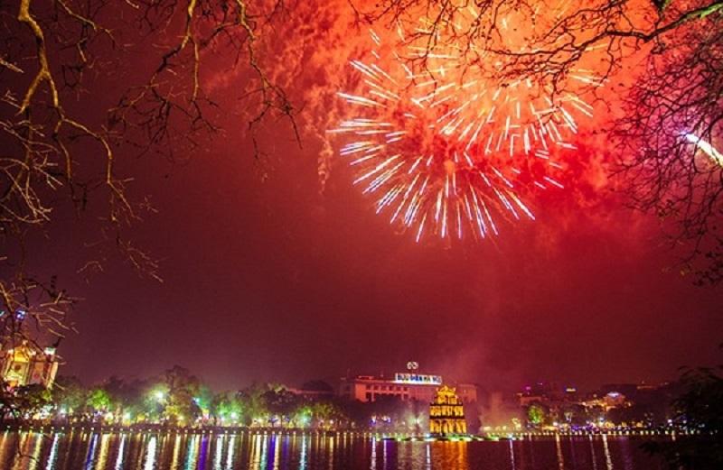 Khoảnh khắc cùng người thân, bạn bè đón chào năm mới dưới bầu trời rực rỡpháo hoa luôn đem lại cảm xúc tuyệt vời