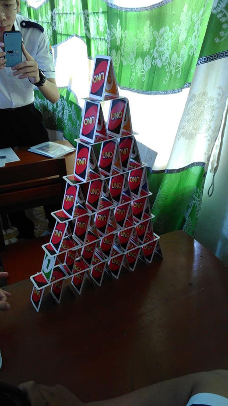 Để xếp được hình ngọn tháp cao thế này tưởng dễ mà không dễ chút nào đâu nhé!