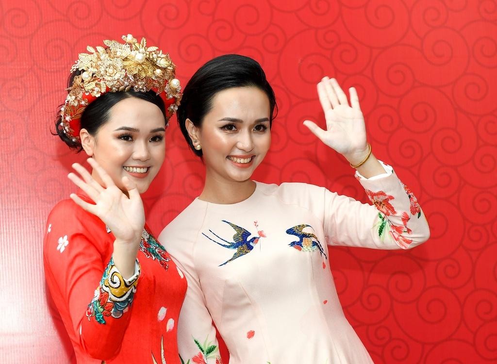 Lê đính hôn của Quỳnh Anh trùng với sinh nhật chị gái
