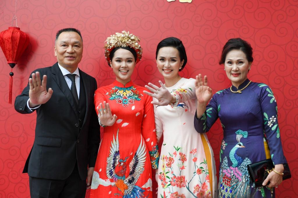 Gia đình nhà Quỳnh Anh vắng bóng cầu thủ Văn Quyết do bận lịch thi đấu.