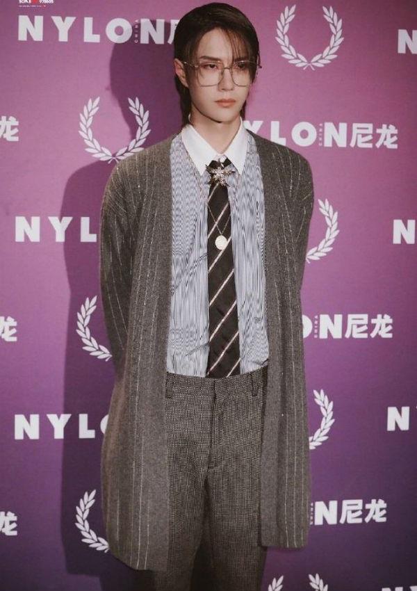 Vương Nhất Bác có nhiều trang phục đi dự sự kiện rất độc đáo, tôn lên được khí chất lạnh lùng, bá đạo của anh chàng