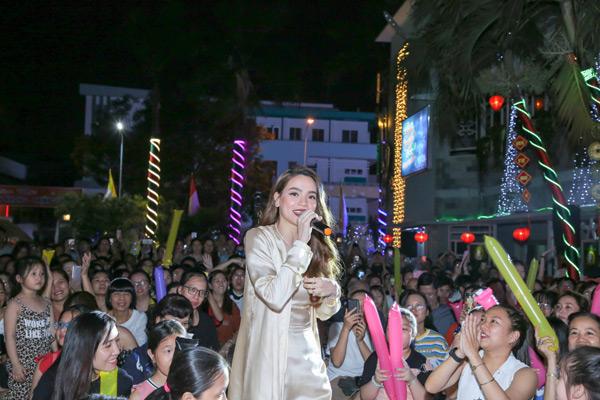 Với Hồ Ngọc Hà 'Xuân yêu thương' là 1 chương trình từ thiện vô cùng ý nghĩa, cô mong rằng sẽ được góp mặt, hát tặng khán giả trong những năm tiếp theo.