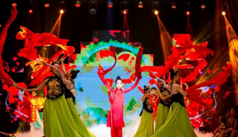 Minh Anh sinh năm 2008, là gương mặt đại diện Siêu sao mẫu nhí Việt Nam 2019, từng tham gia nhiều chương trình lớn như VietNam International Junior Fashion Week, Gala Dance Contest 2018…