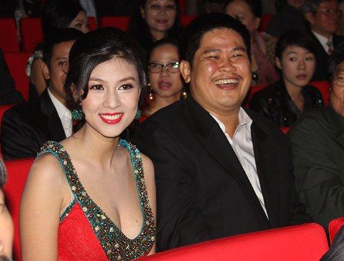 Phước Sang hạnh phúc bên bà xã Kim Thư trước khi lâm vào nợ nần.