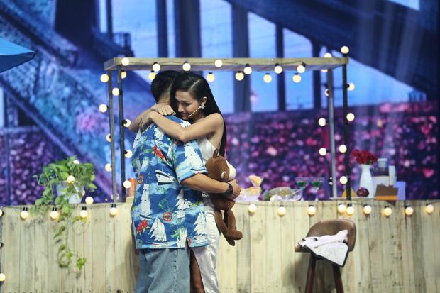Trong một show hẹn hò mới đây, quán quân Vietnam Idol 2015 thừa nhận rung động trước người đẹp chuyển giới Hoài Sa.