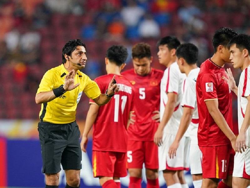 Trọng tài người IraqMohanad Qasim bắt trận U23 Việt Nam và U23 Triều Tiên nhận 'gạch đá'